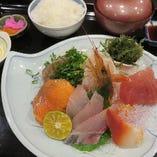 長崎県平戸漁港の朝獲れの新鮮なお魚を使った当店に来たら!新鮮朝獲れ日替わりお刺身御膳