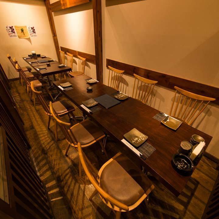 会社宴会や接待などビジネスシーンに最適な半個室も完備