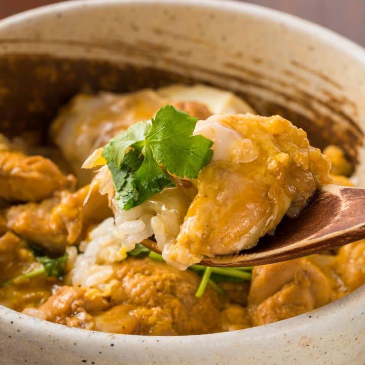 ジューシーな鶏肉とトロトロの卵がご飯にからんで食欲そそる一品