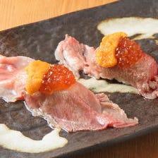 飛騨牛瞬間炙りのウニくら寿司 「上質な脂なのにさっぱり食べられる飛騨牛のブリスケを使用」