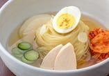 三日三晩煮込んだスープ! 〆はひがしやまの冷麺で!!