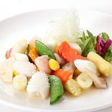 3.海老とイカと季節野菜の塩炒め