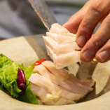 旬の九州食材や新鮮な魚介に厳選牛。素材にこだわります