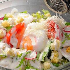 自家製鶏ハムと半熟卵のシーザーサラダ