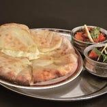 3、チーズナンと2種類のカレーセット -Cheese Nan & Two Kinds Of Curry Set-