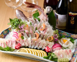 御祝いには鯛の姿造りが人気です。