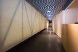 【店内】隈研吾氏設計の店内は落ち着いた空間。
