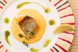 リピーター様のイチオシは真鯛のポワレ 雲丹クリームソース。