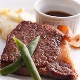 地元業者から仕入れる但馬牛のステーキをお召し上がりください♪