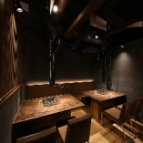 【2階テーブル席|8名様席】適度に仕切りがあり、周りを気にせず語り合える空間