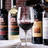 本場イタリア産を中心とした約30種の種類豊富なワインを常備