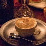 スペシャリティコーヒーとキャラメルアイスのアフォガード