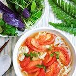 完熟トマトと蒸し鶏のフォー