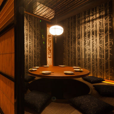 スパイス・カレーと炭火焼き鳥 室町 ハラカラ 店内の画像
