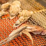 芳ばしい炉端焼きも自慢!熟成魚は塩焼きもおすすめです。