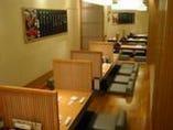 テーブル席は ゆっくりと寛ぎのスペース。