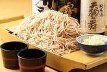 【名物舟盛り蕎麦】 大勢で食べれば盛り上がる!