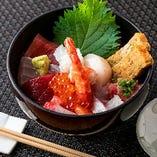 魚介の美味しさをまんべんなく味わえる海鮮丼2,000円(税抜)