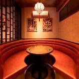 ◇ソファ席◇ 洋風と中華のテイストを組み合わせたお洒落な空間