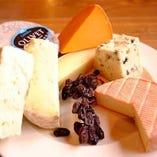 食べやすいものから個性的なものまで空輸便チーズ盛り合わせ