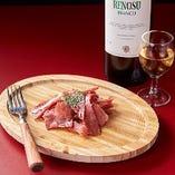 お通しは、『グラスワイン』か『生ハム』を、お選びいただけます