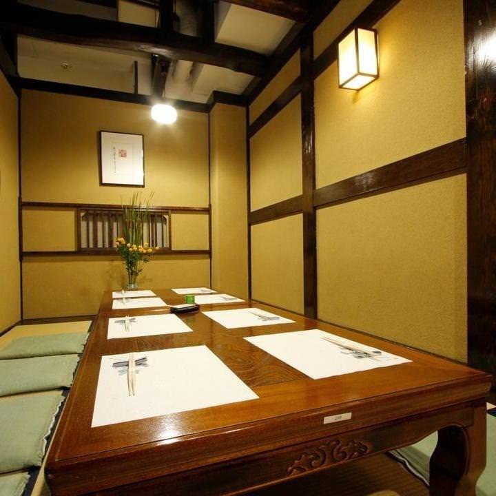 赤い橋を渡った先には個室をご用意 接待や会食等特別な日に最適