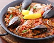 魚介類のバレンシア風パエリャ