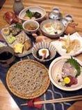 こだわった手打ち蕎麦と季節の 素材を使ったコース料理です。