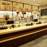 寿司職人がにぎる江戸前寿司を気軽に楽しめる立喰いカウンター席