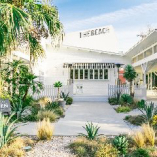 白い建物群を緑の木々が囲む、西海岸のビーチハウスのような世界観!明るい雰囲気のマルチスペースです。