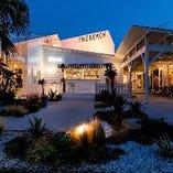 夜の風景もまたスタイリッシュ!ライトアップされたビーチやガーデンを楽しみながら、ディナーパーティーをご堪能ください♪