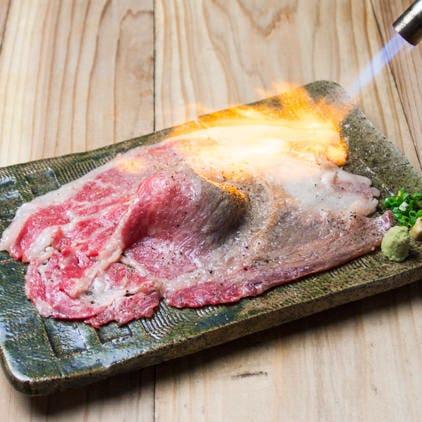 【名物!さしとろ】サシが入っていてとろける味わいの牛肉寿司