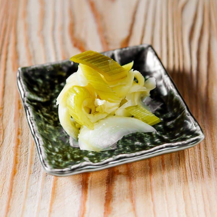 肉寿司オリジナルセロリ入りガリ。セロリの食感がアクセント!