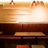 小さな宴にピッタリの雰囲気あるテーブル席も◎