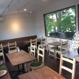 テーブル席は15名様~個室としてのご利用も可能です。