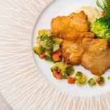 チキンソテー 彩り野菜のバジルソース