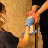 お客様へ手指消毒のお願い、店内換気、消毒などウイルス対策徹底
