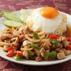 ガパオライス(鶏肉とバジル炒めご飯)