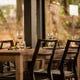 テーブル席は2名掛けと4名掛けをご用意。繋げて大人数の利用もOK
