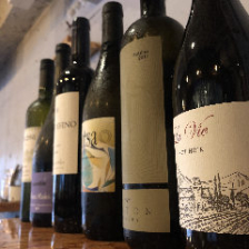 様々な国の100種類以上のワイン