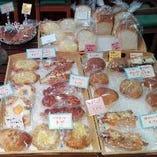 毎日30種類以上の焼きたてパンをご用意しております♪