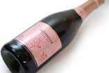 世界中から厳選した300種のワインから、ソムリエがセレクト