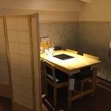 【半個室テーブル席/4名様×1部屋】プライベートな空間でくつろぎながらお食事を