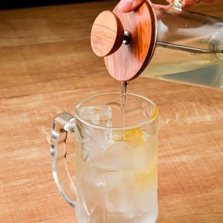 「レモンサワー」430円(税抜)は自家製シロップを使用