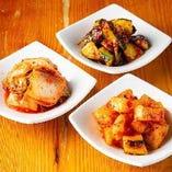 【箸休め】 キムチやナムルの盛り合わせが人気!おつまみに◎