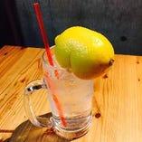 レモンまるごと1個使用!すっきりさっぱり『レモンサワー』でお口をリセット!