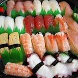 握り寿司やアメリカンロールはお持ち帰りや出前も承ります!