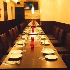 テーブル一列に並べると、一体感のあるパーティーに