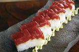 漬け鮪の押し寿司 アボカド山葵マヨ