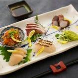 〈鮮度抜群のお造り〉 新鮮な魚介だけを仕入れ、日替りでご提供